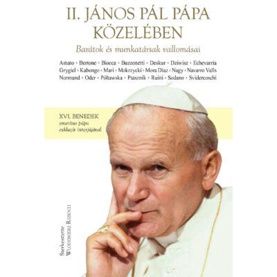 II. János Pál pápa közelében